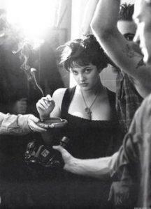 Drew Barrymore en train de fumer